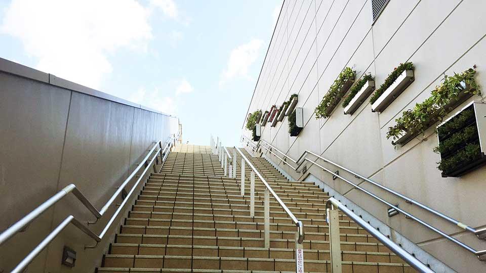 大阪ステーションシティ屋上庭園への階段