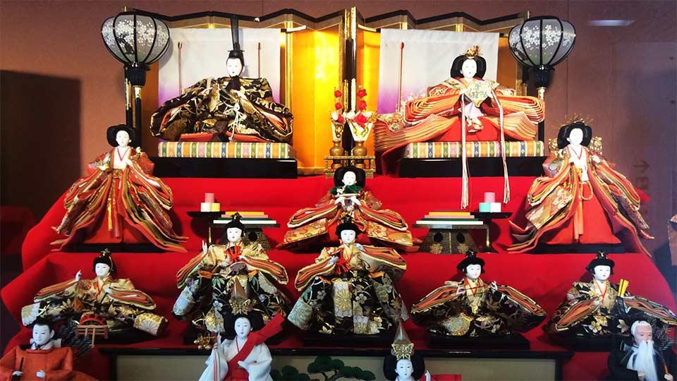 勝浦駅のひな人形