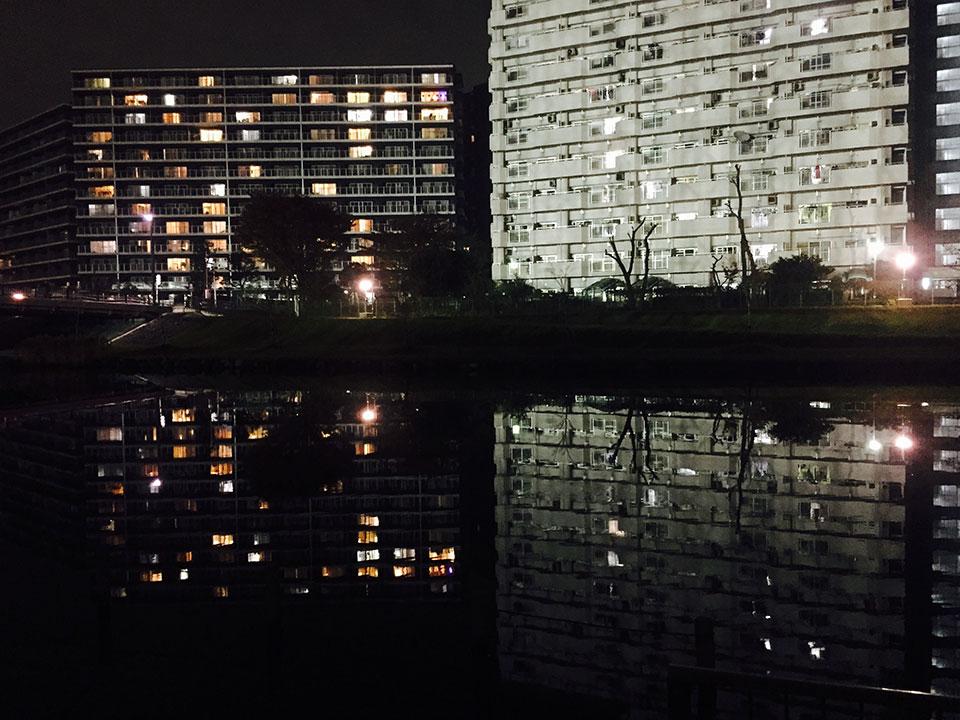 江戸川区のマンション水面に映ってとてもキレイ