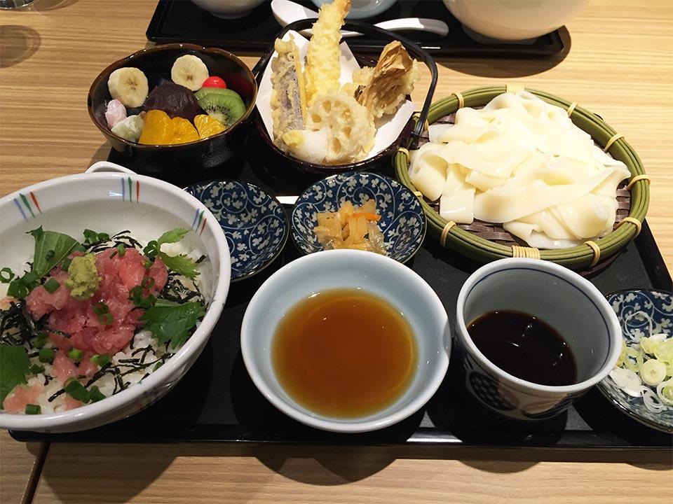 和食デニーズ佐野店まぐろたたき丼御膳(あんみつつき)