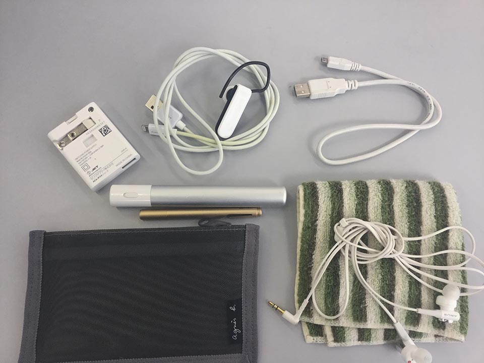iPad mini 4と一緒に持ち歩く小物たち
