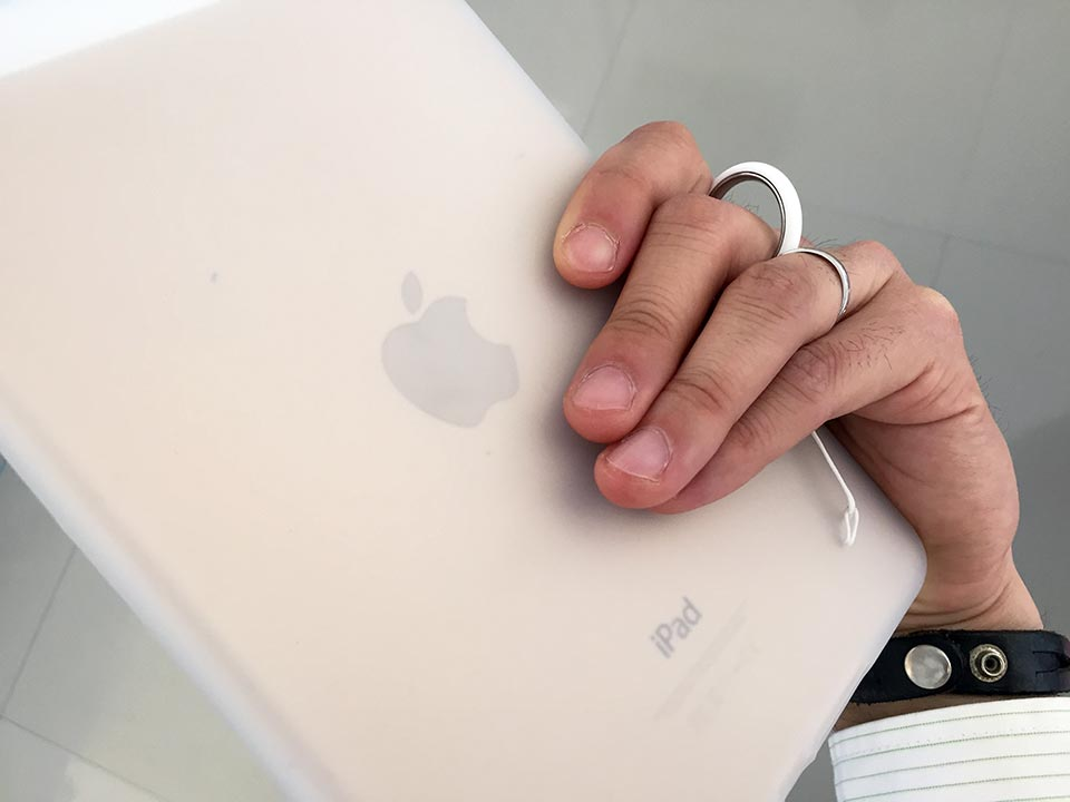 iPad mini 4 ray-out iPad mini 4 シリコンケース HandLinker Putto ベアリング携帯ストラップ