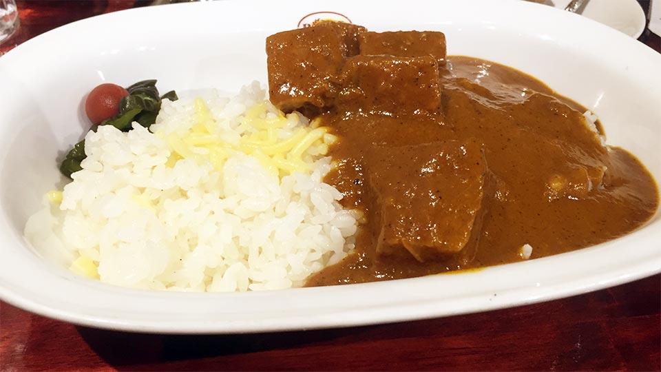 東京神田神保町カレーハウスボンディチーズ入りライスとビーフカレー