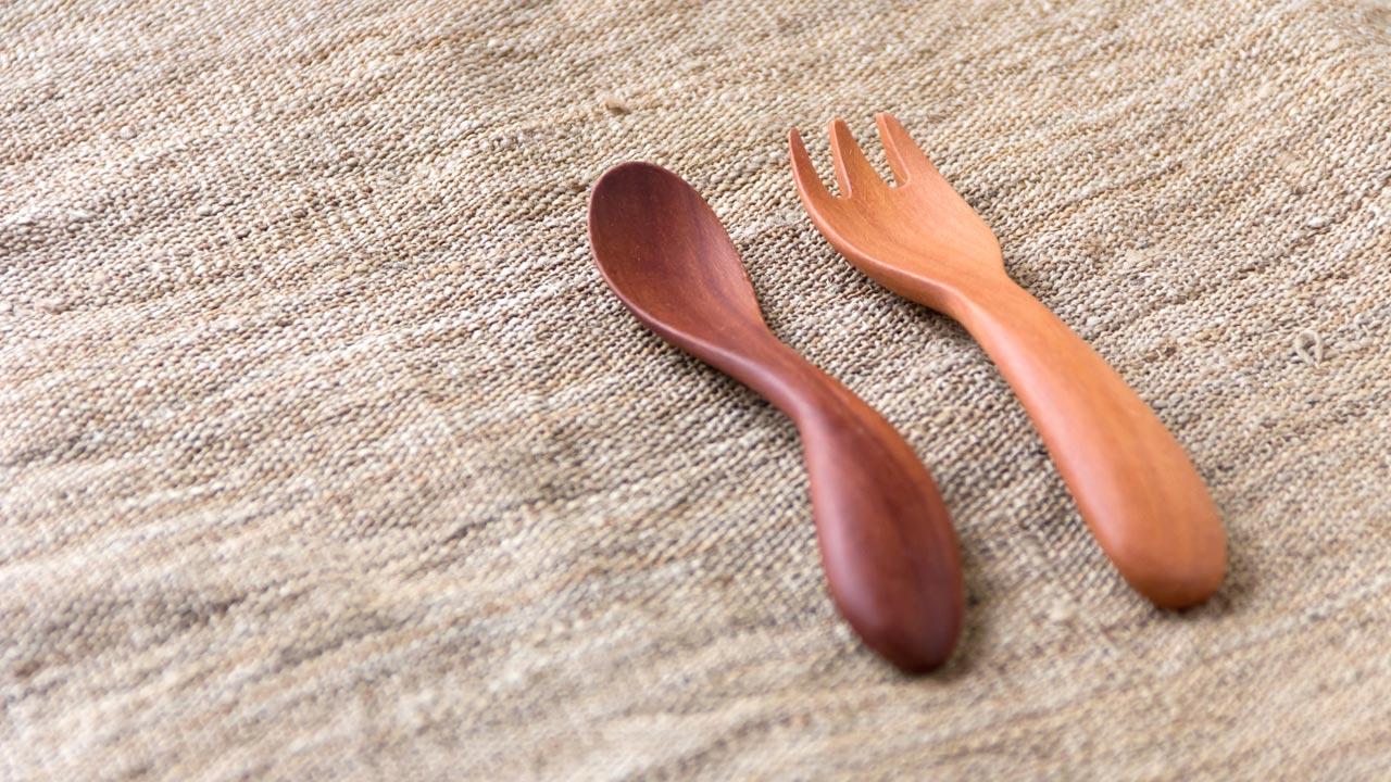 木のスプーンとフォーク