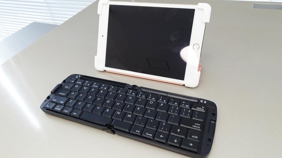 Palmo for All iPad mini 1/2/3/4をiPad mini 4に取り付けた。Reudoのキーボードと一緒に持っていけばちょっとしたPCとして使えます。