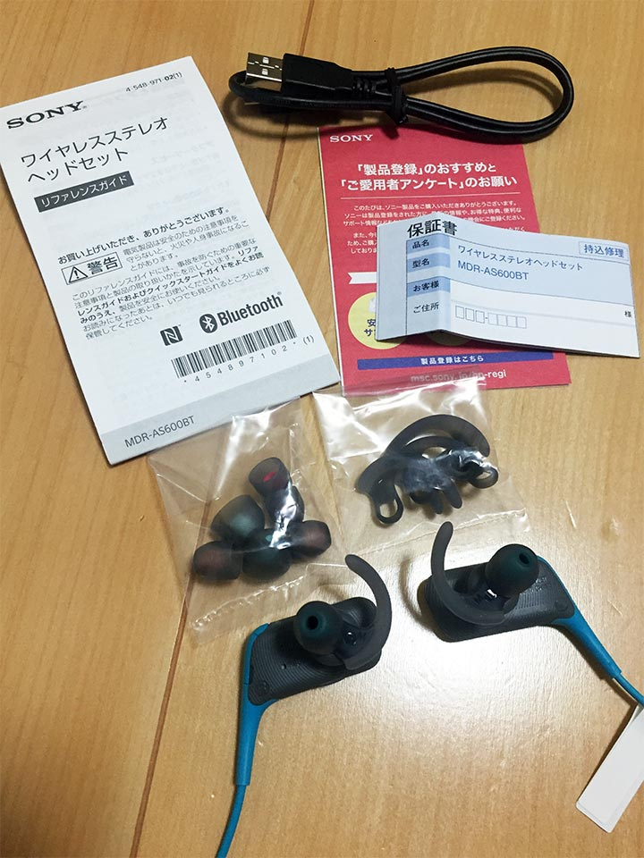 SONY MDR-AS600BT本体と付属品