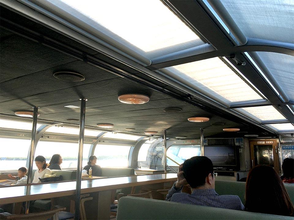 東京水辺ライン船内