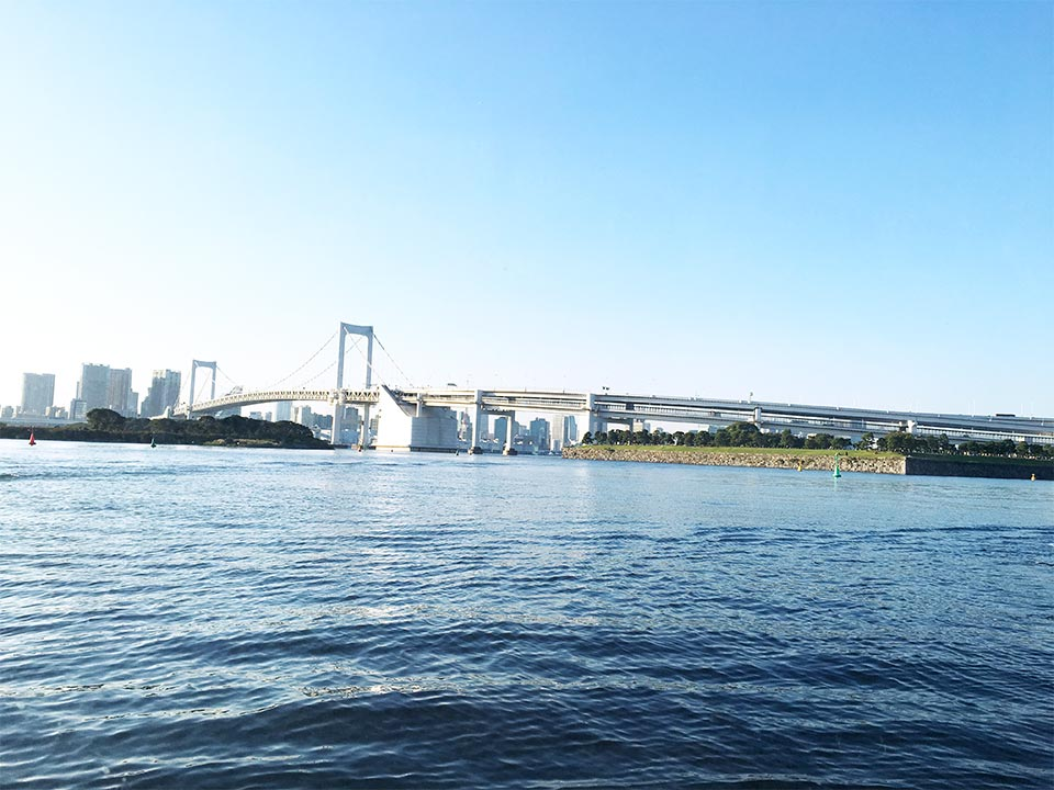 お台場レインボーブリッジ船内から東京水辺ライン