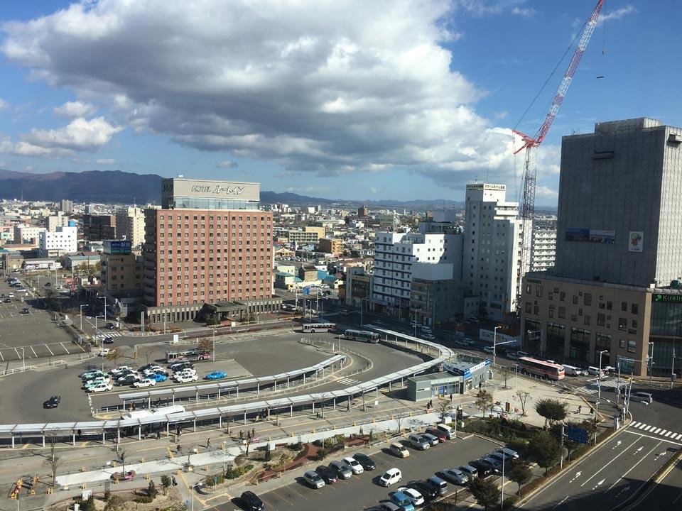 函館駅バスターミナル_フォーポイントバイシェラトン函館から函館方面の景色