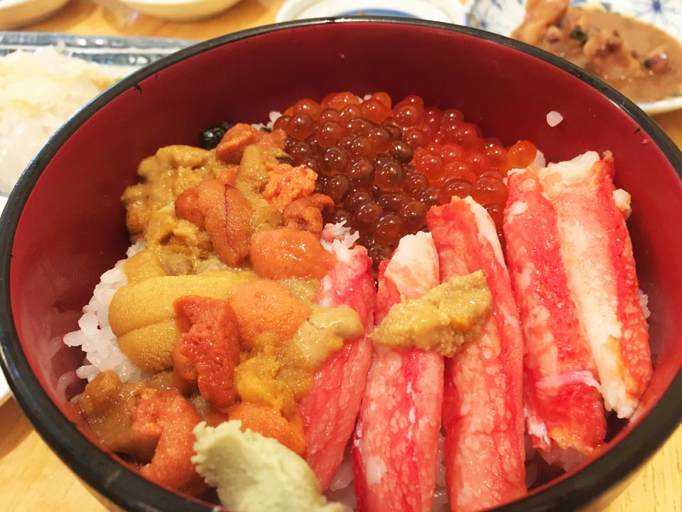 うにいくらかに函館朝市どんぶり横丁朝市の味処茶夢