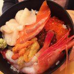 函館の朝市 どんぶり横丁 「朝市の味処 茶夢」 に行って、海鮮丼をいただきました…