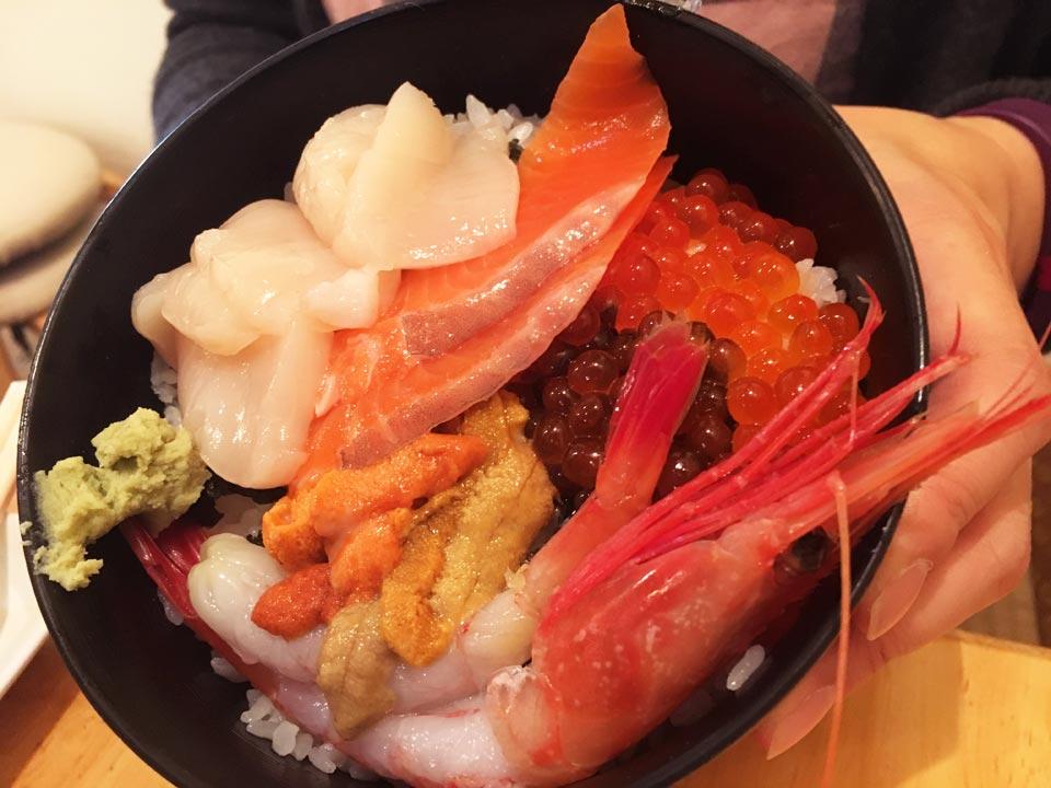 五色丼函館朝市どんぶり横丁朝市の味処茶夢