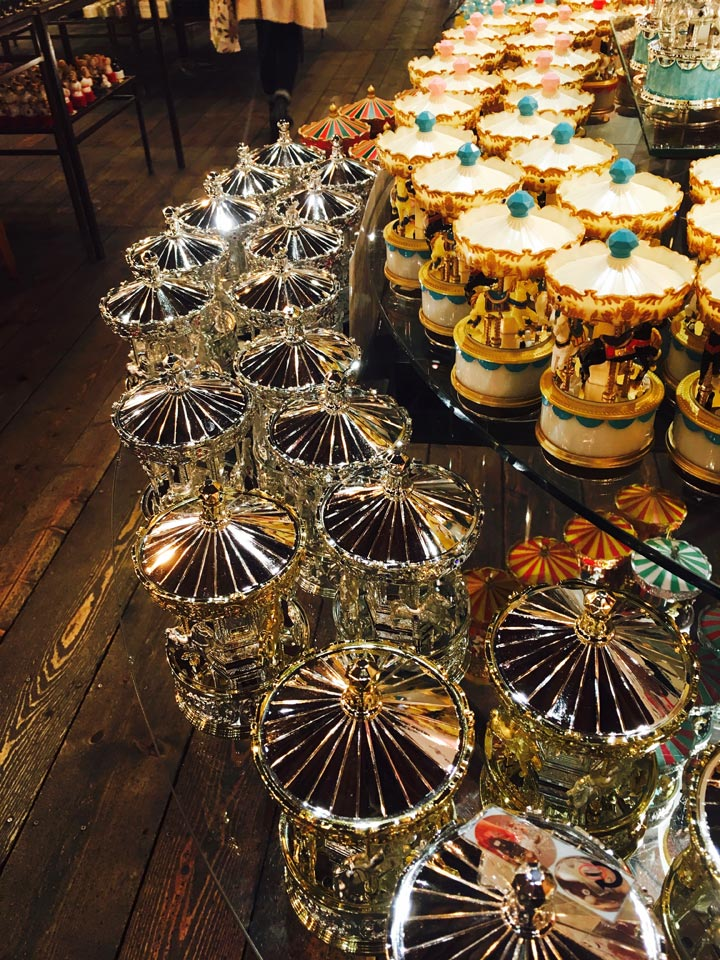 たくさんの金のオルゴール小樽オルゴール堂