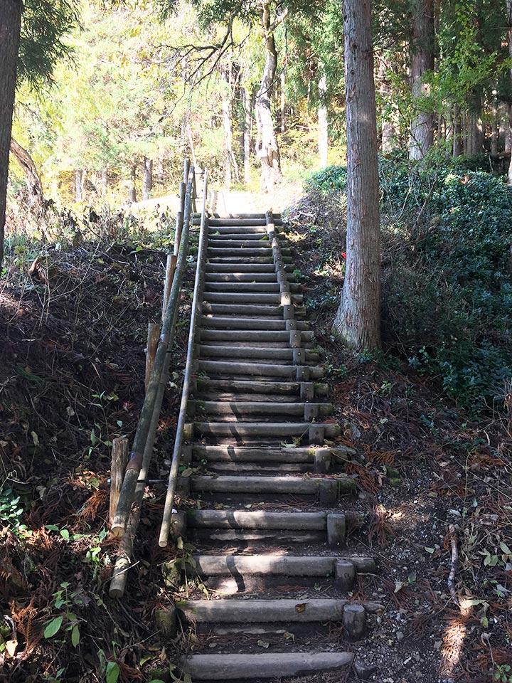 大内宿_無料駐車場からの階段