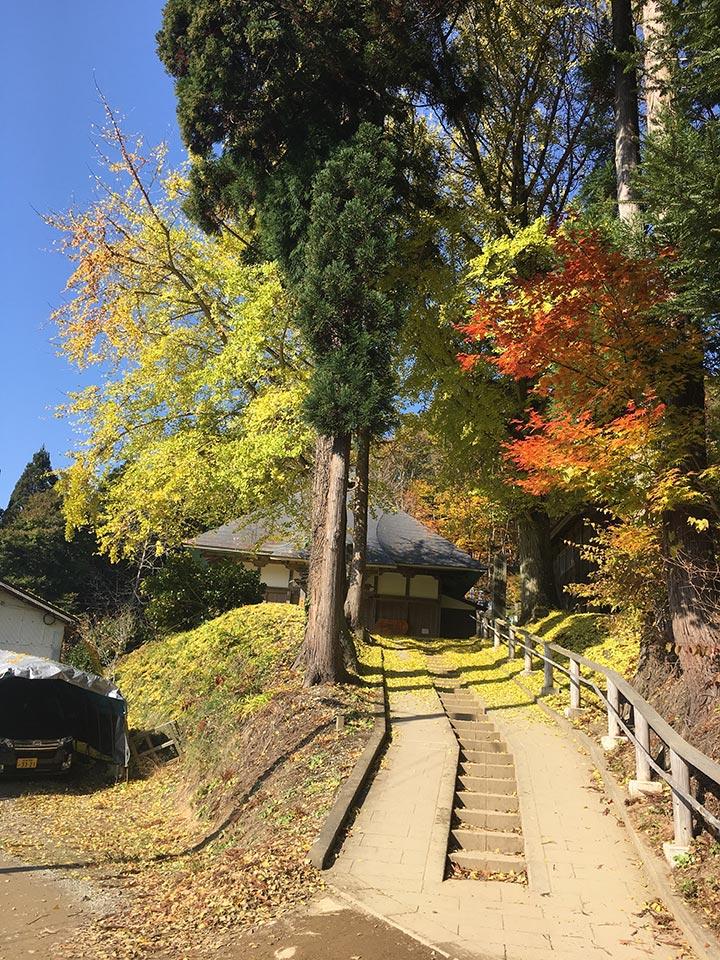 大内宿_お寺と紅葉とイチョウ