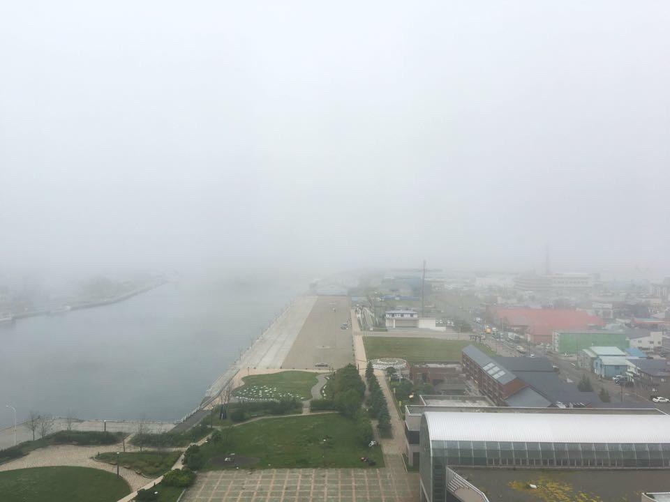 ANAクラウンプラザホテル釧路_部屋_西方向_霧の風景